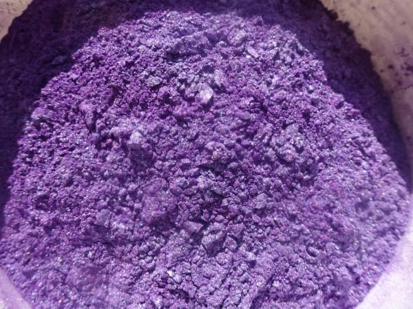 Titan Violett, Mica